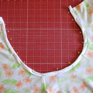 Einen Longsleeve für Damen nähen Streifenversäuberung feststecken (2) cropped