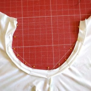 Einen Longsleeve für Damen nähen Streifenversäuberung feststecken cropped